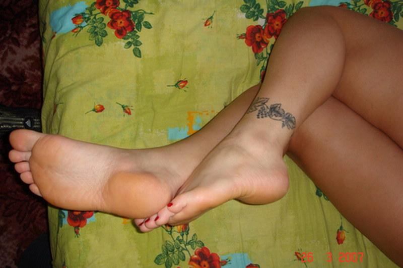 Видео голые ступни пяточки девушек