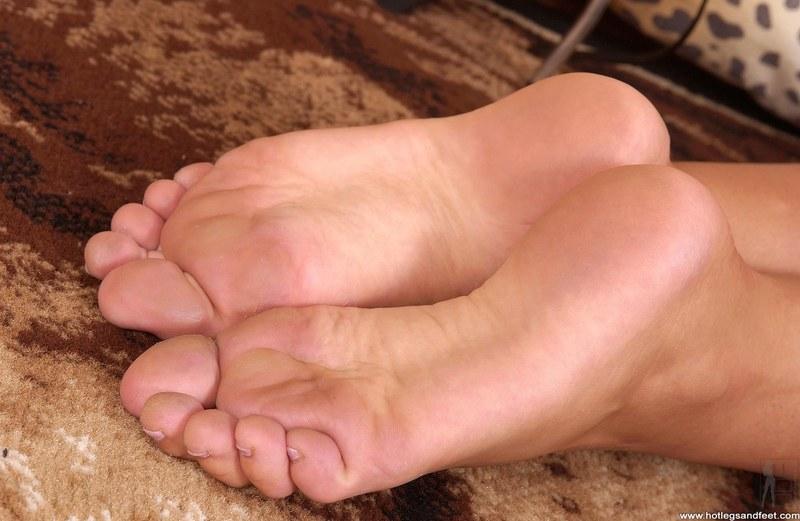 разрешение видео большое подошвы ног девушек