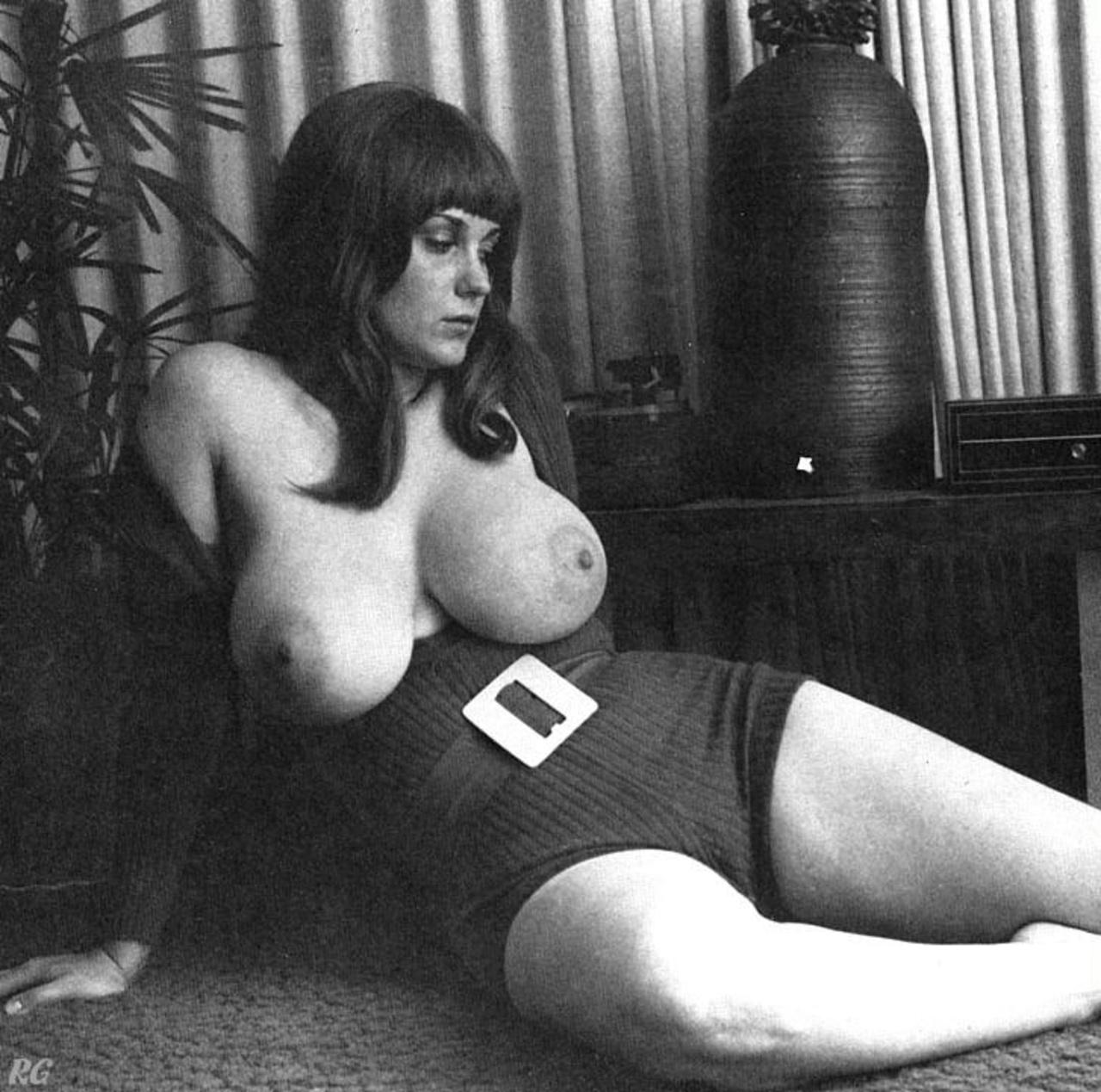Фото сисястых женщин ретро фото 31-206