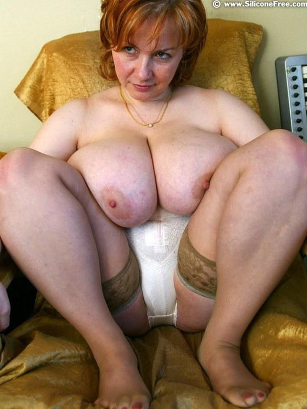 фото старой толстой бабы с большими титями в лифчике