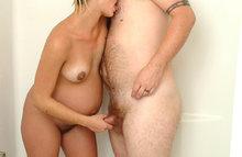 Секс во время беременности в душе