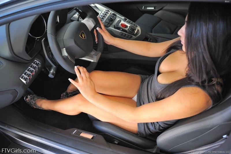 Секс видео в машине и на машине думаю