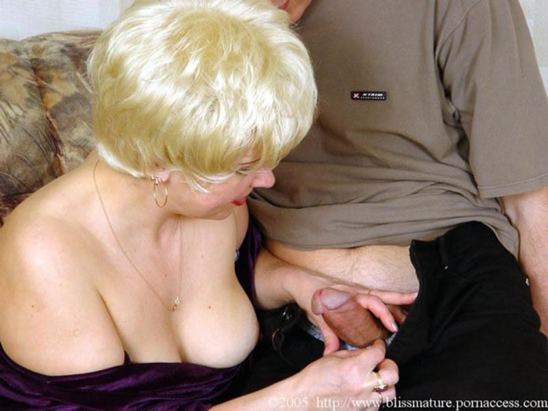 зрелая женщина обучает любви