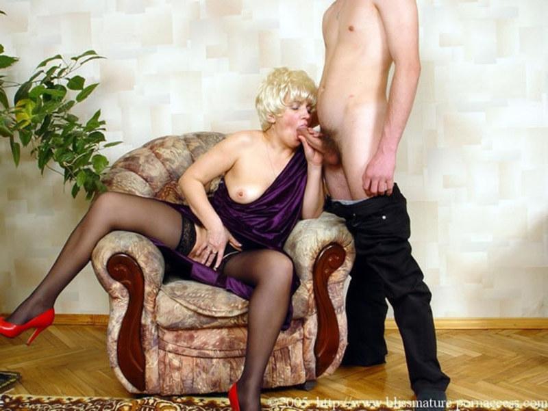 Юнец и опытная дама порно