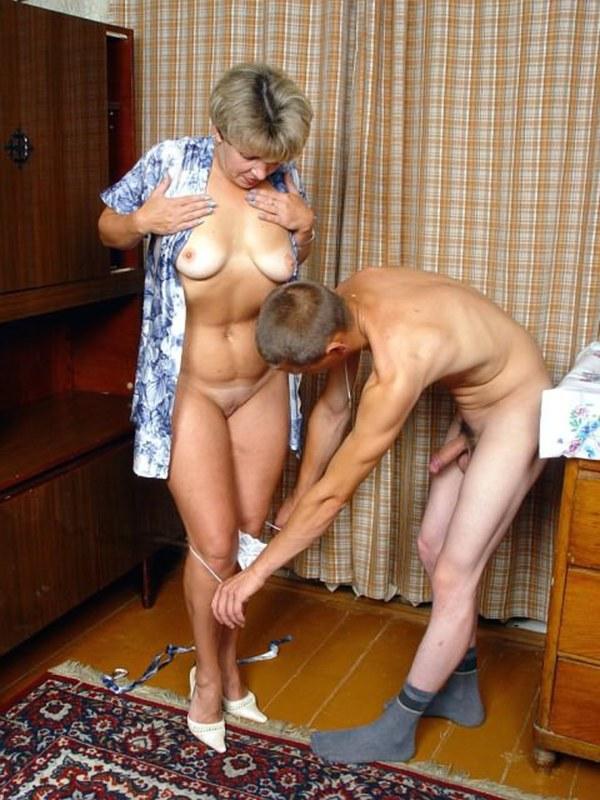 Смотреть порно зрелая уборщица