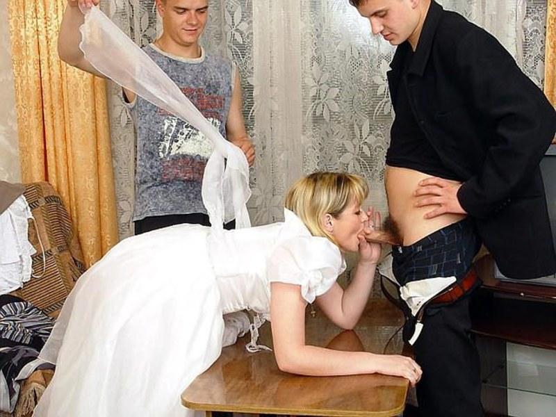 Маму С Невестой Трахнули На Свадьбе