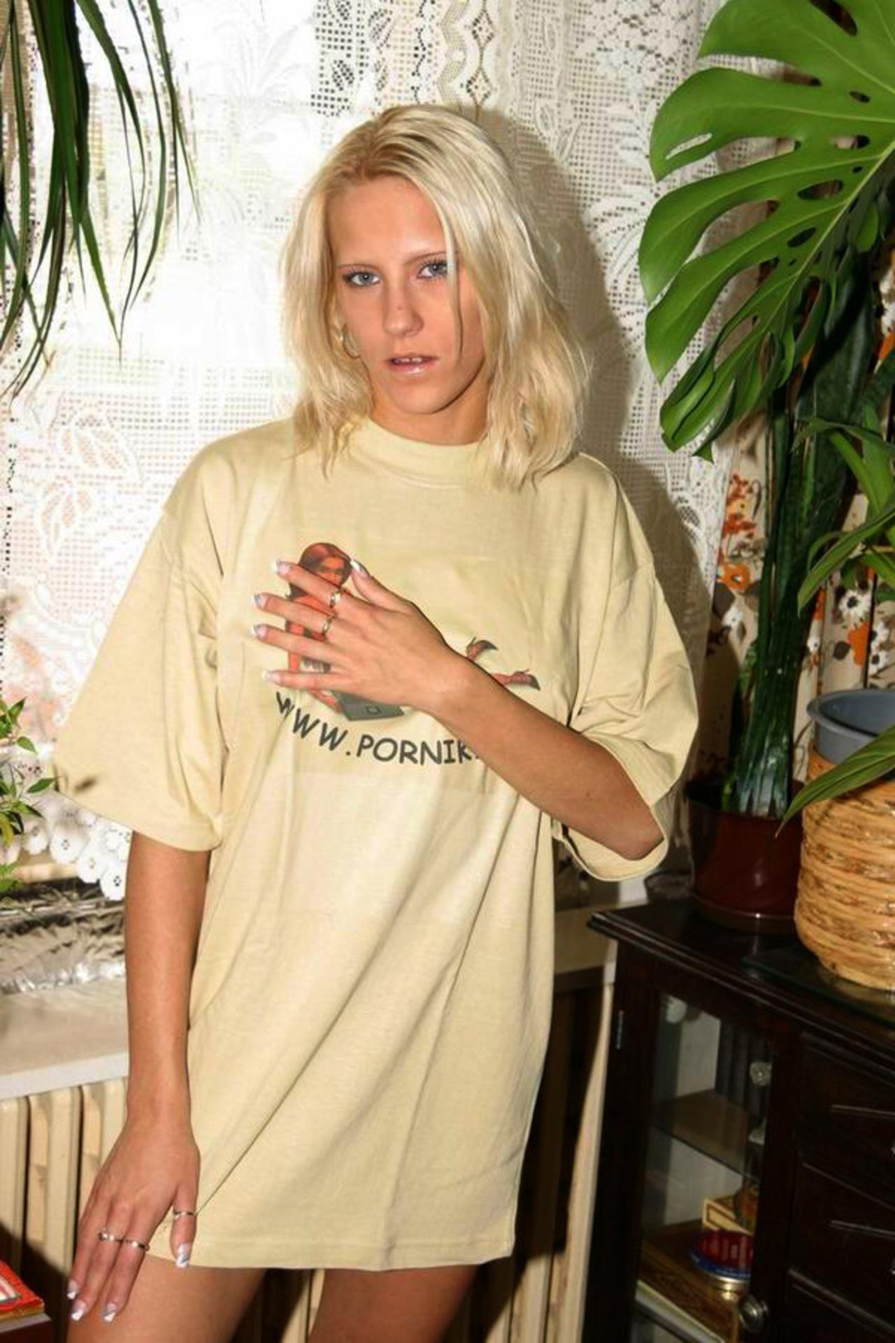 Сладкая блондичнока и эротические фотографии