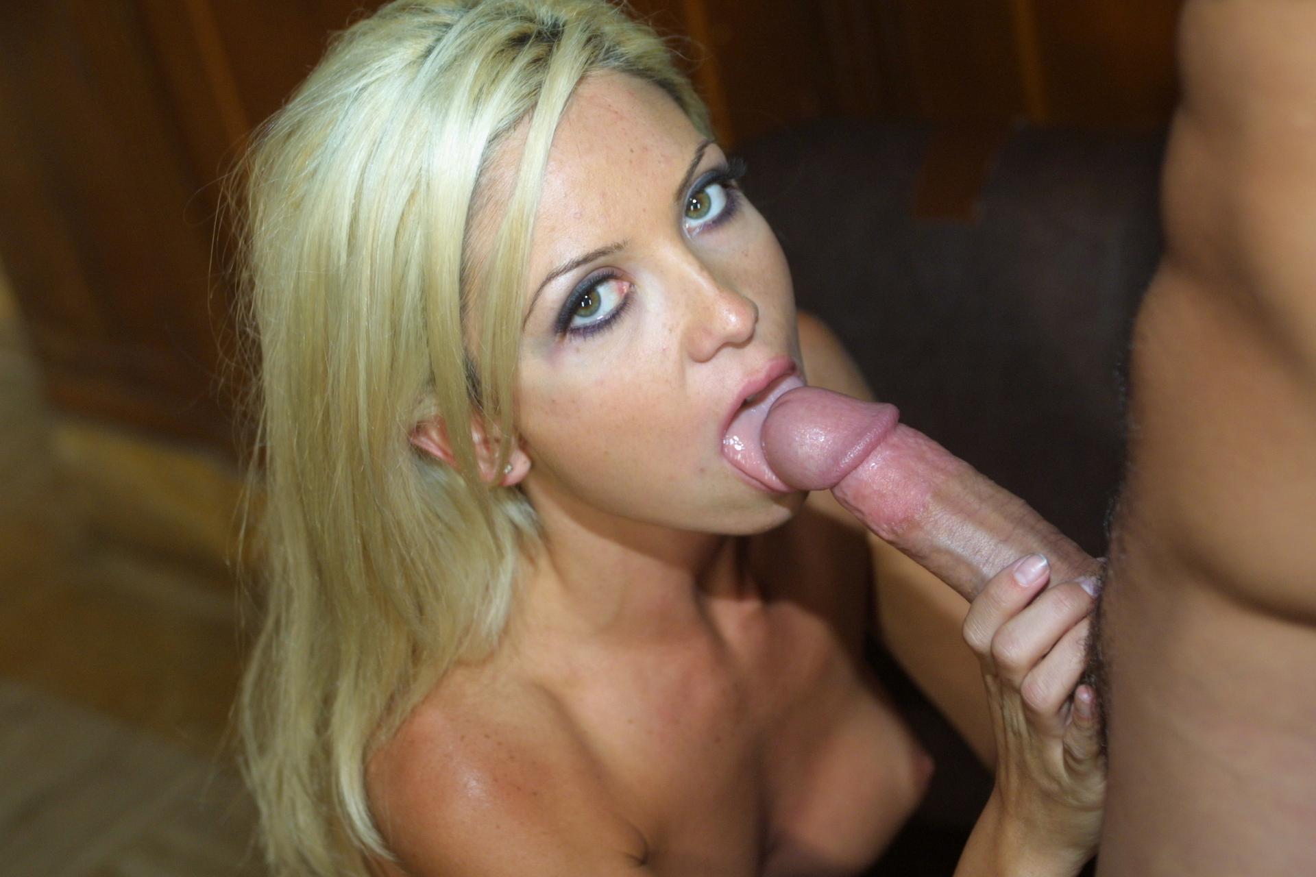 Сладкая блондиночка мастерица в сексе