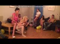 Русские весёлые девчонки на вечеринке