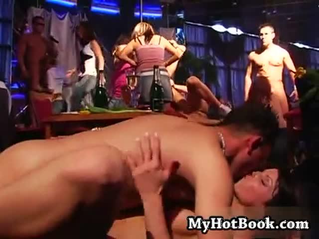секс в ночном клубе в контакте