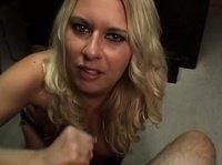 Блондинка с хорошим и сладким ротиком