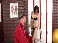 Рыжий мужик потрахал сучку в спортзале