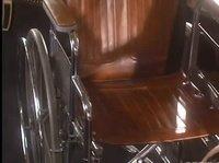 Азиатка поднялась с кресла из-за кунилингуса