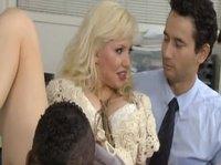Муж не против чтобы его жена Марго развлеклась с негром