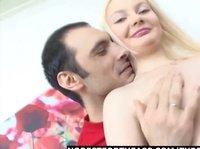 Молодой Армянин страстно трахает стройную блондинку Олю