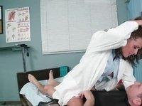 Медсестра страстно жаждет пациента
