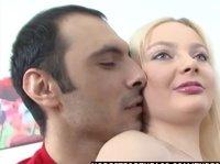 Вагинальный секс с непослушной мелкой сучкой
