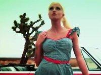 Поездка с татуированной блондинкой на кабриолете