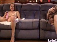 Лилу мастурбирует на собственную трахающуюся копию