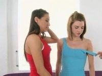 Три красавицы подруги устроили массаж с нежными последствиями