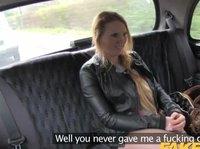 В такси садится блондинка с весьма развратным мышлением