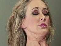 Лесбийский массаж от рослой грудастой массажистки