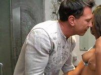 Нигретоска очень эротично заигрывает с самцом