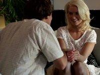 Блондинка пристрастилась к парням по вызову