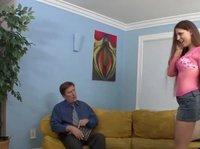 Шатенка развлекает мужичка перед корпоративом