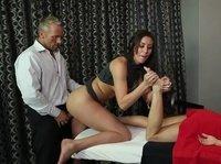 Пристроился к классный массажистке