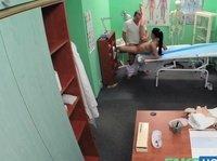 Ложная медсестра соблазнила доктора в кабинете