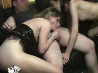 Кенты отдыхают с страстными блудницами
