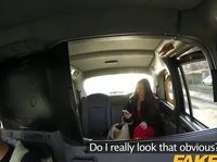Пассажирка такси с подходящим ебливым настроением