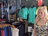 Секс втроём с продавщицей магазина одежды