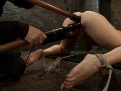 Жаркие игры со всеми дырочками рабыни