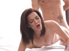 Романтический секс в постели со спермой в женской письке