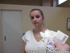 Грудастая массажистка трахается с клиентом за деньги