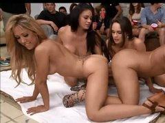 Развратная сексуальная вечеринка с большим количеством траха
