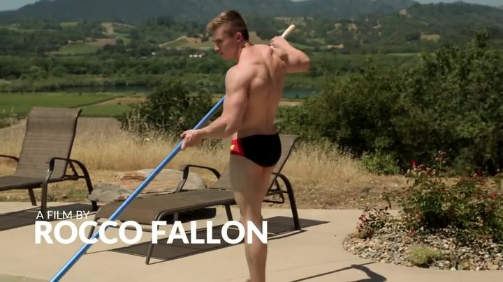 Порно чистильщик бассейнов онлайн