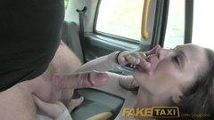 Таксист накормил спермой грудастую пассажирку