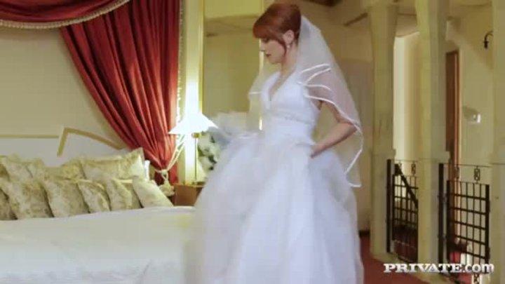 28 Трахнули невесту в рот толпой