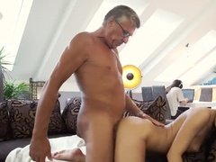 russkoe-porno-paren-ebet-podrugu-svoego-druga-moya-zhena-izmenyaet-seks