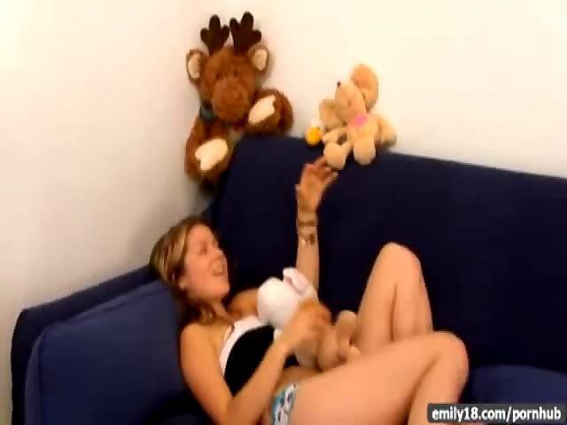 Мишку плюшевого порно видео мастурбирует об