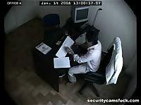 Служебная камера засняла еблю офисных работников