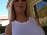 Блондинка показала всё на что способна